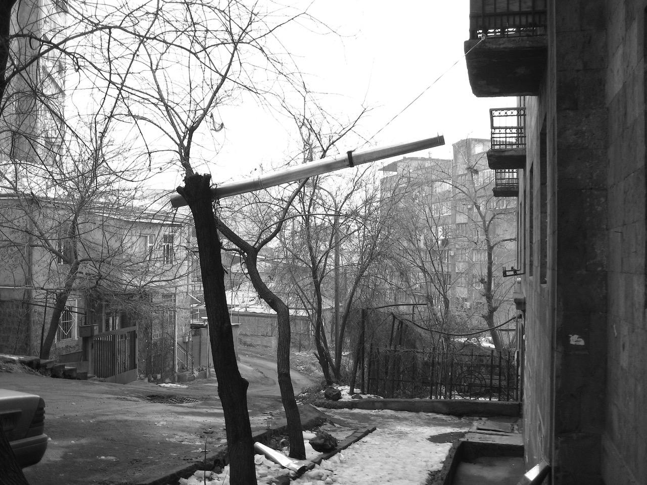 Armenische Röhre (artistisch). Aus: Eriwan. Kapitel 7. Aufzeichnungen aus Armenien von Marc Degens.