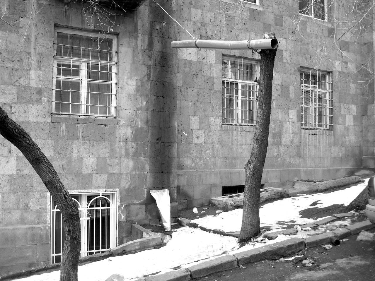 Foto: Armenische Röhre. Aus: Eriwan. Kapitel 6. Aufzeichnungen aus Armenien von Marc Degens.