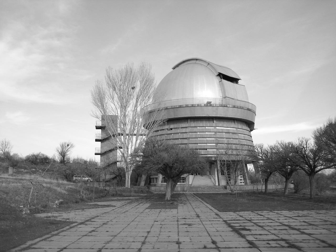 Foto: Bjurakan-Observatorium. Aus: Eriwan. Kapitel 6 Aufzeichnungen aus Armenien von Marc Degens.