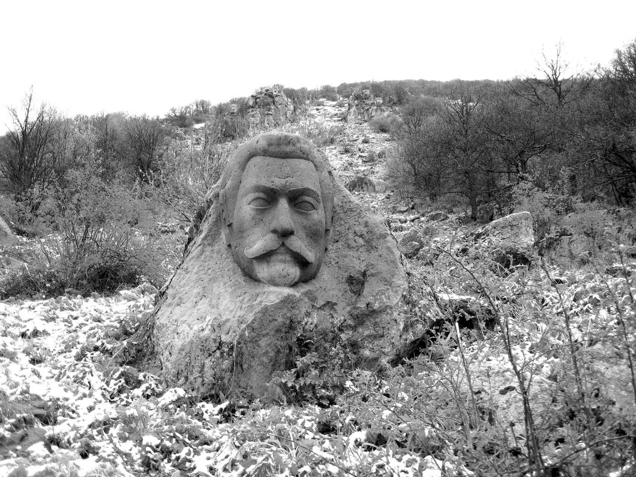 Foto: Die Heimat des besten Mineralwassers Armeniens. Aus: Eriwan. Kapitel 4. Aufzeichnungen aus Armenien von Marc Degens.