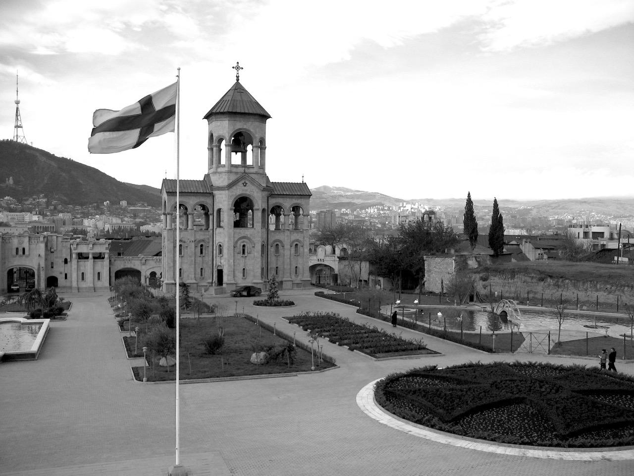 Foto: Dreifaltigkeitskirche in Tbilissi. Aus: Eriwan. Kapitel 1. Aufzeichnungen aus Armenien von Marc Degens.