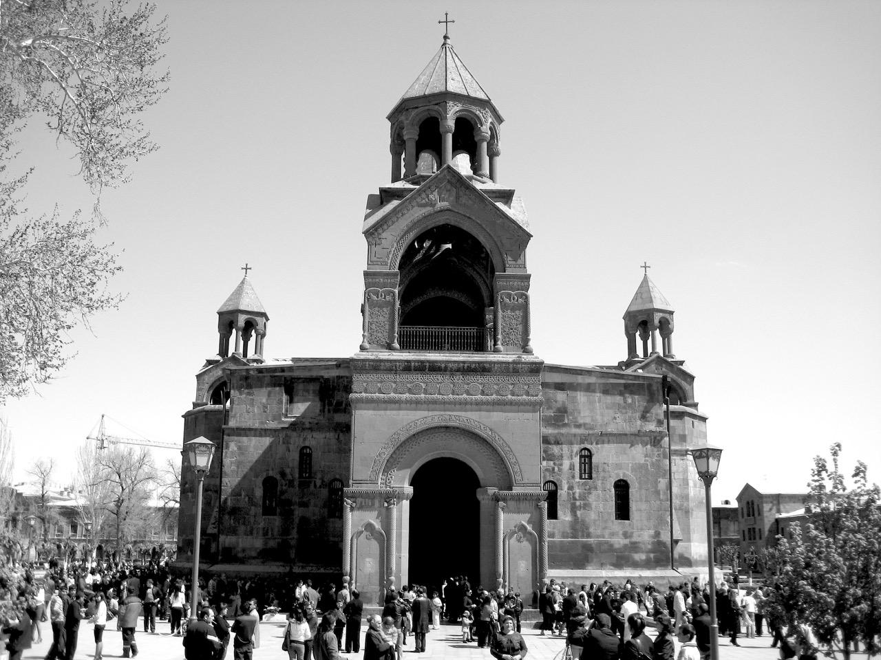 Foto: Etschmiadsin. Aus: Eriwan. Kapitel 6 Aufzeichnungen aus Armenien von Marc Degens.