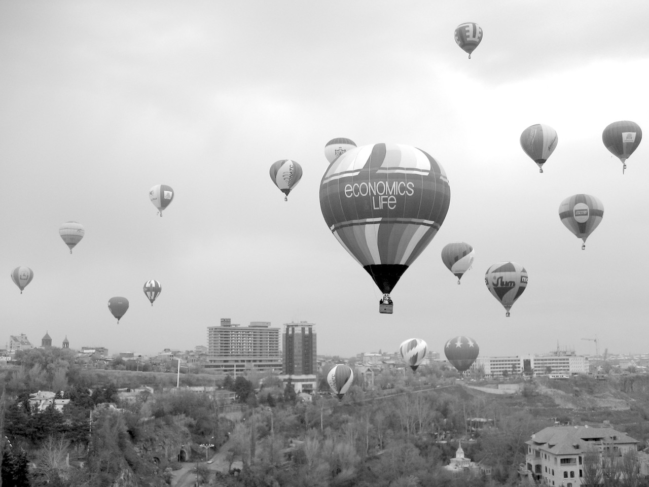 Foto: Heißluftballons. Aus: Eriwan. Kapitel 3. Aufzeichnungen aus Armenien von Marc Degens.