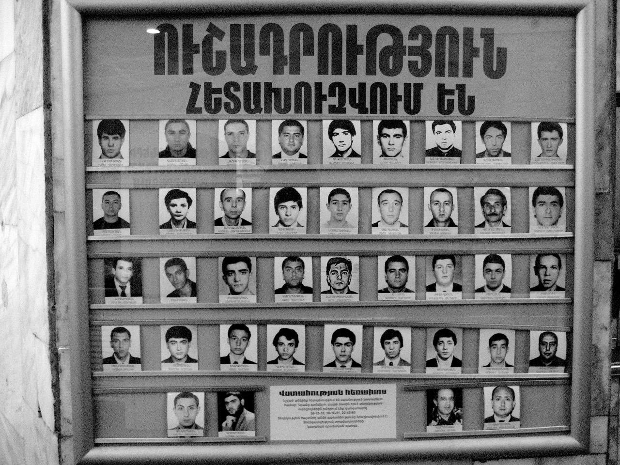 Foto: Männer. Aus: Eriwan. Kapitel 5. Aufzeichnungen aus Armenien von Marc Degens.