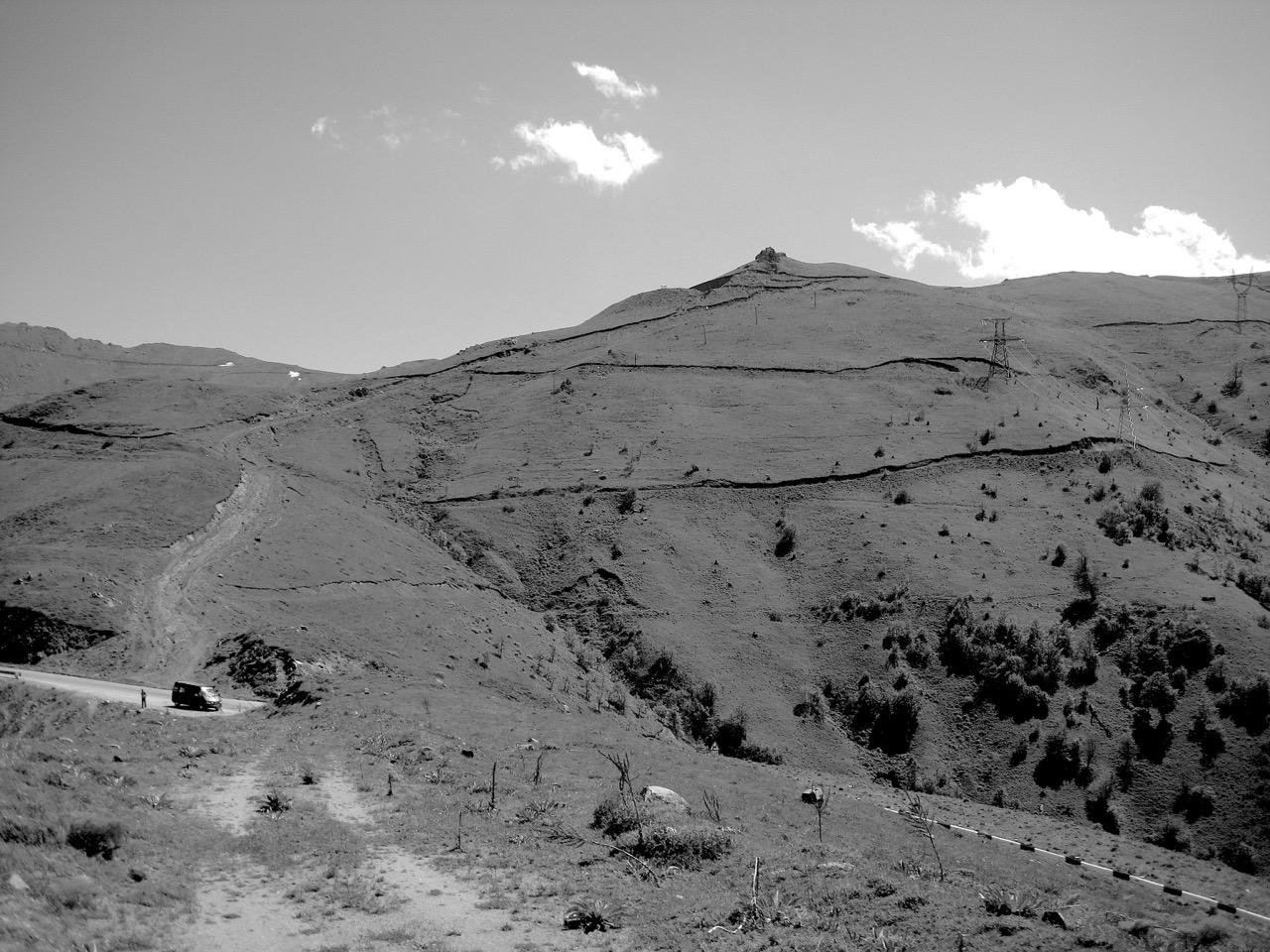 Foto: Meghri-Pass. Aus: Eriwan. Kapitel 4. Aufzeichnungen aus Armenien von Marc Degens.