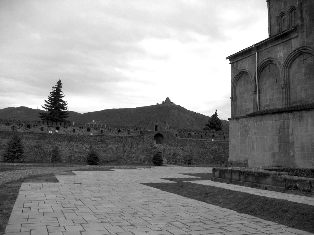 Foto: Mzcheta. Aus: Eriwan. Kapitel 1. Aufzeichnungen aus Armenien von Marc Degens.