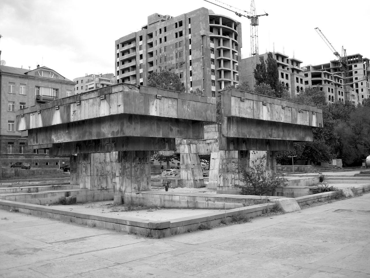 Foto: Rückbau. Aus: Eriwan. Kapitel 2. Aufzeichnungen aus Armenien von Marc Degens.
