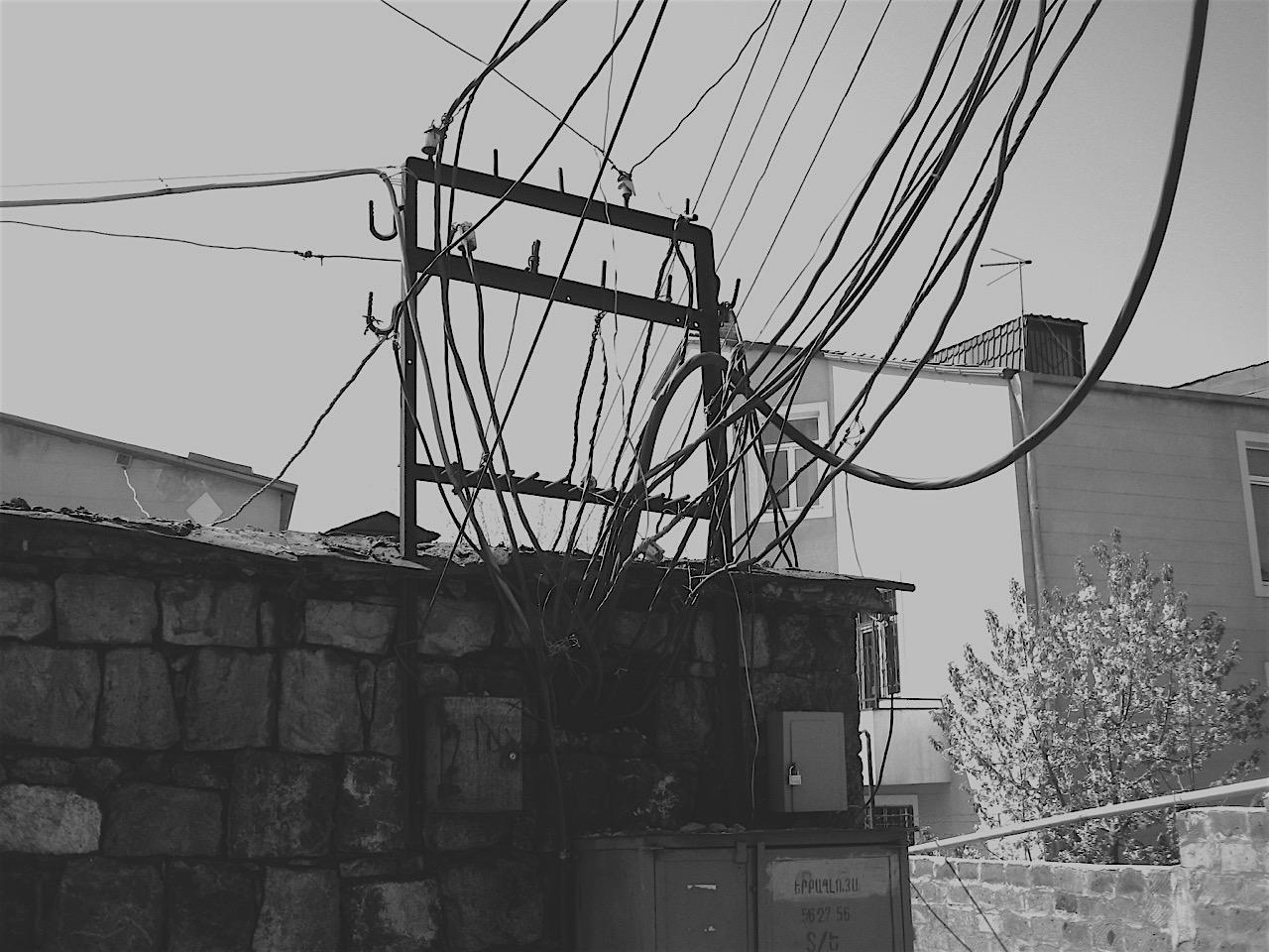 Foto: Strom. Aus: Eriwan. Kapitel 6 Aufzeichnungen aus Armenien von Marc Degens.