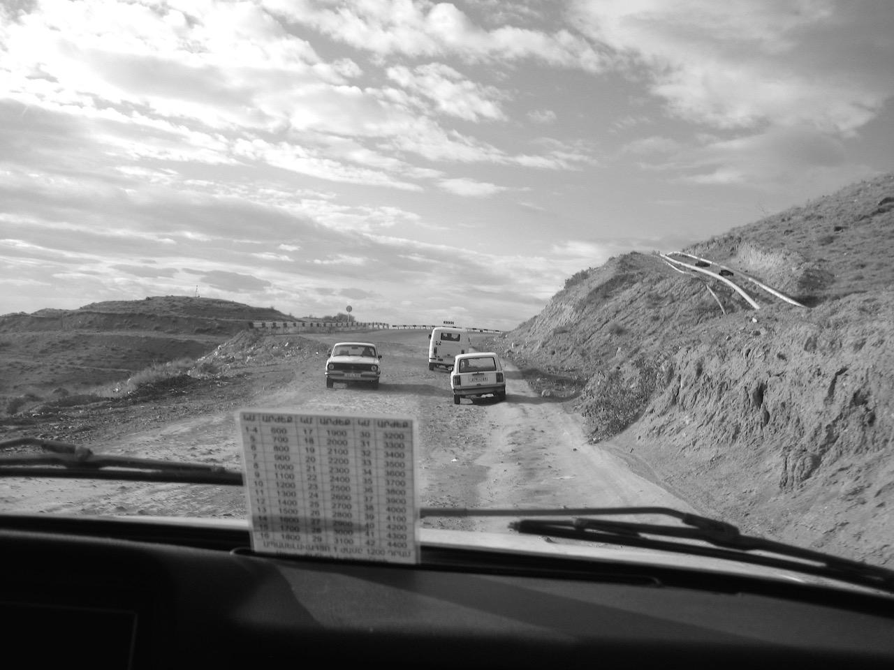 Foto: Taxifahrt. Aus: Eriwan. Kapitel 5. Aufzeichnungen aus Armenien von Marc Degens.