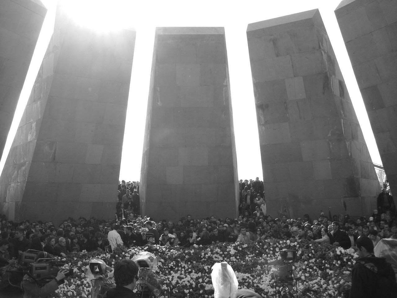 Foto: Zizernakaberd. Aus: Eriwan. Kapitel 6 Aufzeichnungen aus Armenien von Marc Degens.